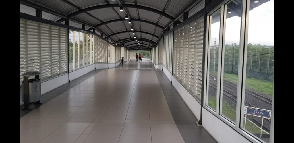 gedung baru stasiun cisauk