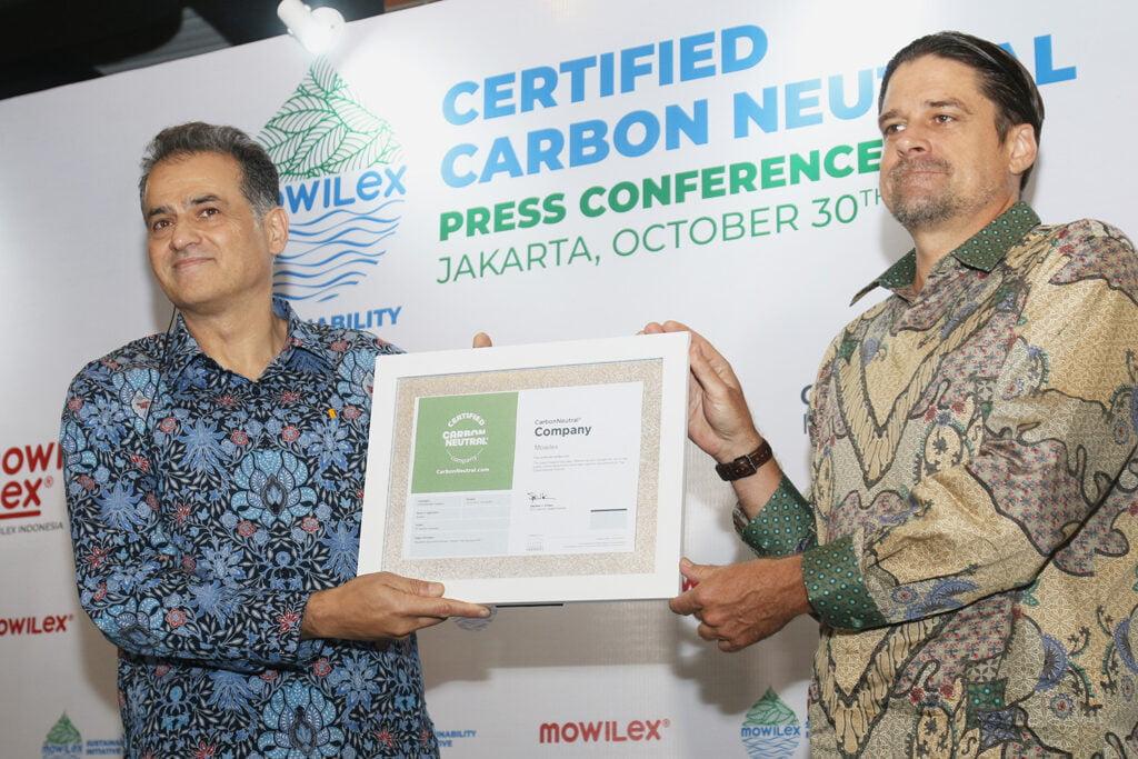 sertifikat karbon netral kepada mowilex