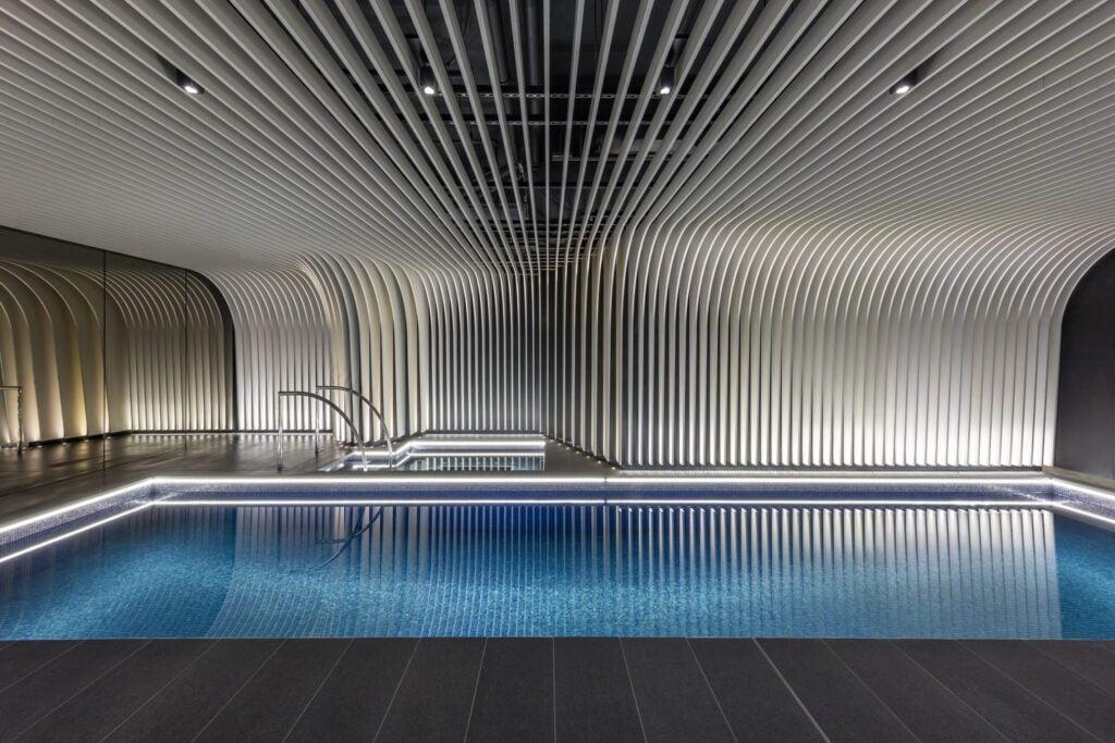 kolam renang dari crystal pool