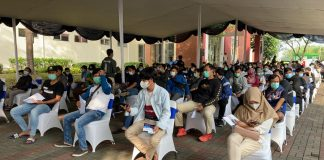 Pelaksanaan Sentra Vaksin di GIIC Kota Deltamas Cikarang