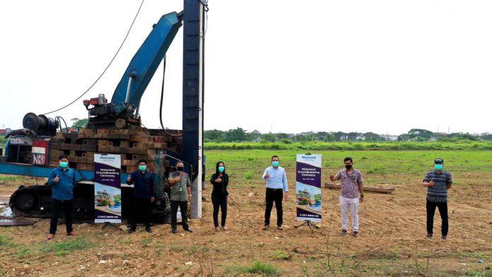 Pemancangan tiang pondasi pertama di area lokasi wahana waterland